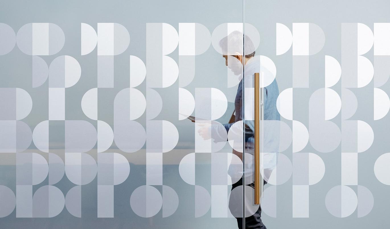 PBS美國公共電視網品牌啟動全新的LOGO設計-深圳VI設計